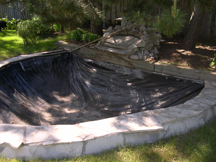Pond liners and membranes underlayment for koi ponds for Building a pond with liner